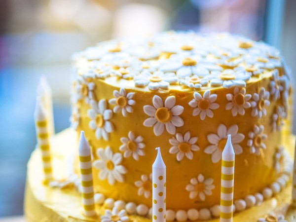 Awesome Birthday Cake Daisy Birthday Cakes Cakes Bakes Funny Birthday Cards Online Alyptdamsfinfo